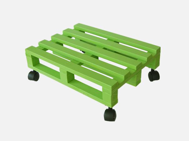 transporthilfe-holz-palette-klein-mit-rad-hellgruen-1